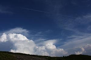 長塀尾根と飛行機雲