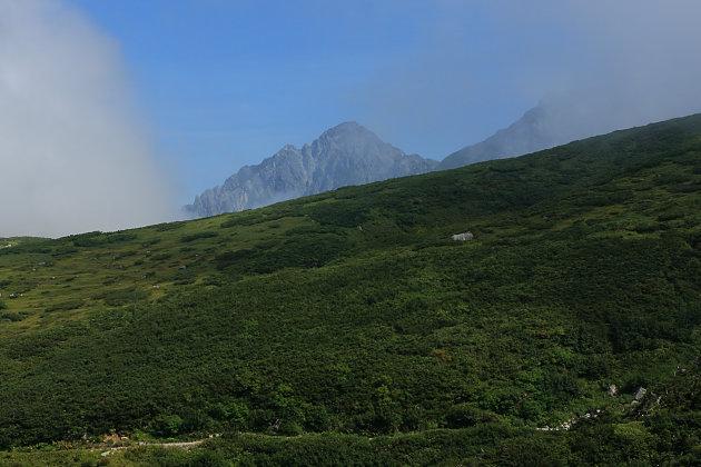 雲間から剱岳